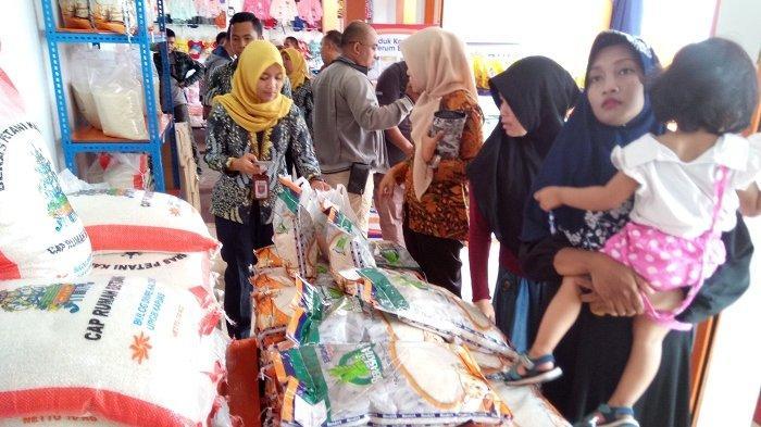 Nanik Borong Sembako Duluan Antisipasi Lonjakan Harga Jelang Natal dan Tahun Baru