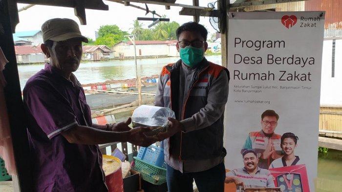 Maksum Senang Dibantu 1.250 Ekor Benih Ikan Lele oleh Rumah Zakat Kalsel