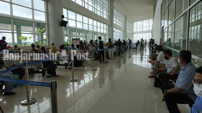 Saat H-3 Lebaran Idulfitri, calon penumpang di Bandara Internasional Syamsudin Noor, Banjarbaru, Kalimantan Selatan, Kamis (21/5/2020).