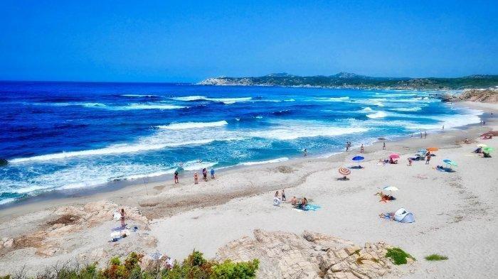 Gegara Ambil Pasir dan Kerang di Pantai Sardinia Italia, Puluhan Turis Didenda Rp 52 Juta