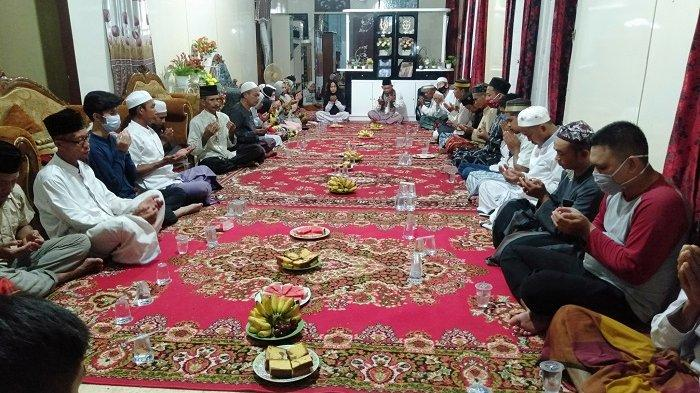 Salat Hajat dan Doa Bersama di Desa Pasar Baru Kusan Hilir Kabupaten Tanah Bumbu.