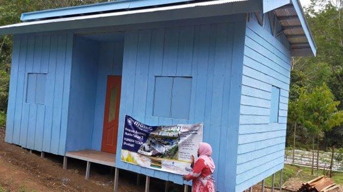 Rumah hunian tetap dari MDMC dan LazizMu untuk salmah korban banjir bandang di HST.