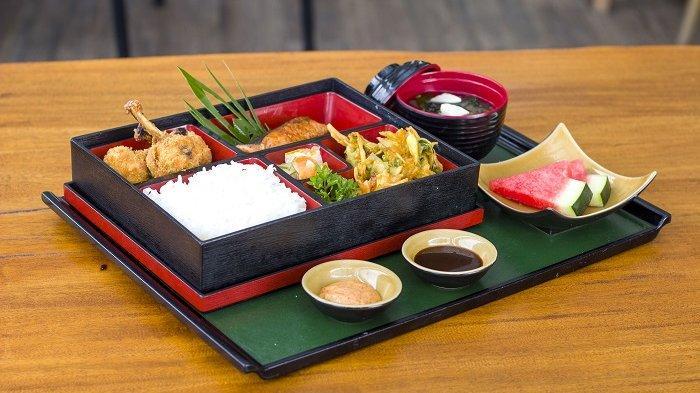 Lezatnya Makan Siang di Sakaeru Restaurant Rattan Inn, Ada Paket Khas Masakan Jepang