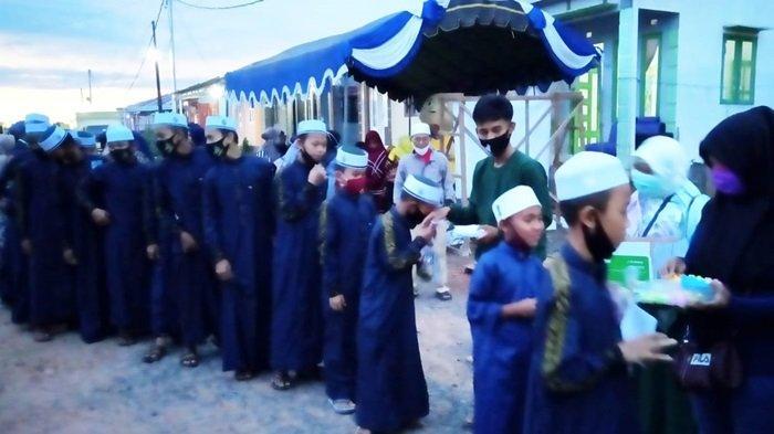 Syukuran Ultah ke-4 shalokal.com berbagi dengan Anak Panti Asuhan di Kabupaten Banjar
