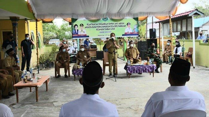 Setelah Lantik Anggota BPD di Desa Warna Sari Tamban Catur, Ini Pesan Bupati Kapuas