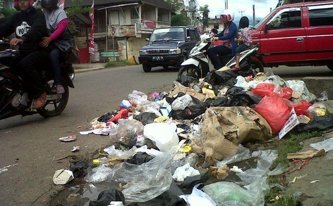 Pedagang Minta Tempat Sampah Permanen