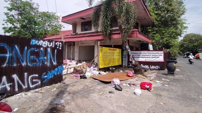 Sampah di Eks Pasar Bauntung Banjarbaru Menggunung, Kabid Sampah : Bukan Tanggung Jawab Kami