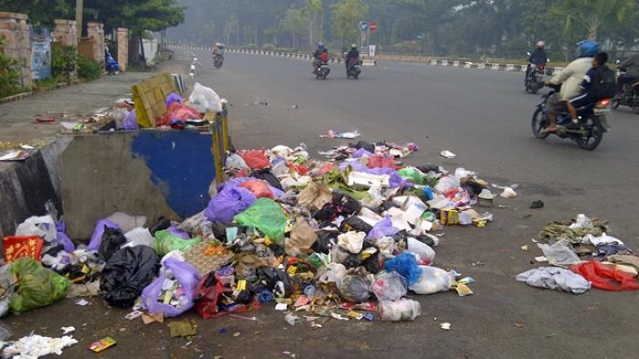 Yth Dinas LH Banjarmasin, Tolong Tertibkan, Banyak Pembuang Sampah di Jalan Pramuka