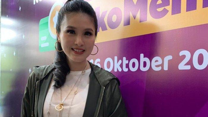 Pose Sandra Dewi Pamerkan Punggung Mulus Picu Reaksi Inul Daratista, Lihat Foto Istri Harvey Moeis