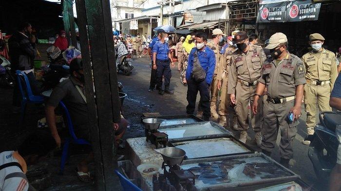 Gelar Dagangan di Badan Jalan, Pedagang di Pasar Kapuas Kena Tegur Satpol PP
