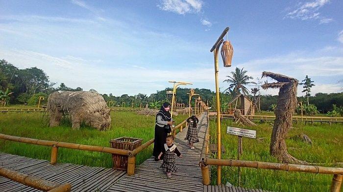 Wisata Kalsel : Sawah Nan Asri Bikin Cantik Pasar Budaya Racah Mampulang, Jerami Pun Jadi Daya Tarik