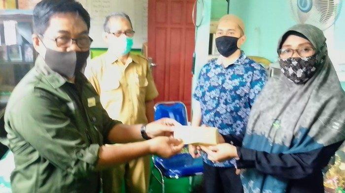 Sering Terendam, SD Muhammadiyah Banjarmasin Dapat Bantuan Tanah Urukan