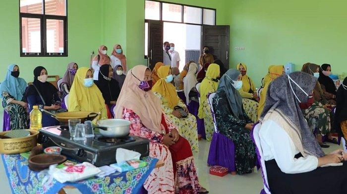 Sebanyak 25 Warga Ikut Latihan Membuat Makanan Rumahan di Daha Utara Kabupaten HSS