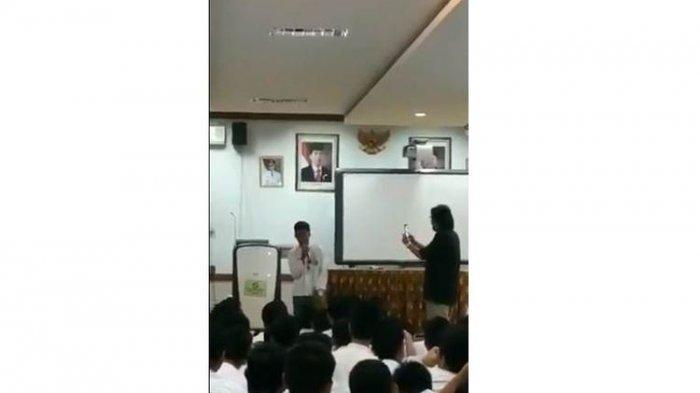 VIRAL VIDEO Pelajar Tirukan Suara Presiden Jokowi, Mirip Banget dan Bikin Teman-temannya Ngakak