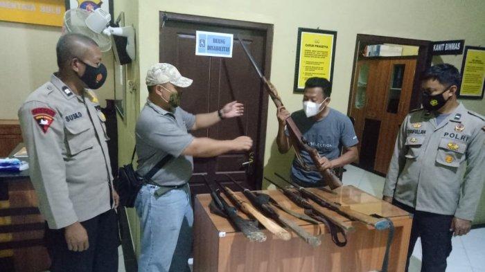 Karyawan PT AWL Serahkan Enam Senjata Rakitan Ke Polsek Mentaya Hulu Kotim Kalteng