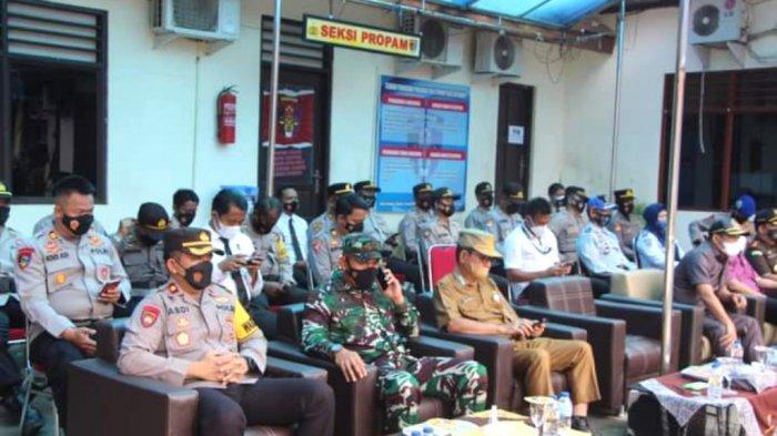 Sekdakab Kotabaru H Said Akhmad (tiga dari kiri, depan) saat menghadiri apel gelar pasukan operasi patuh intan 2021