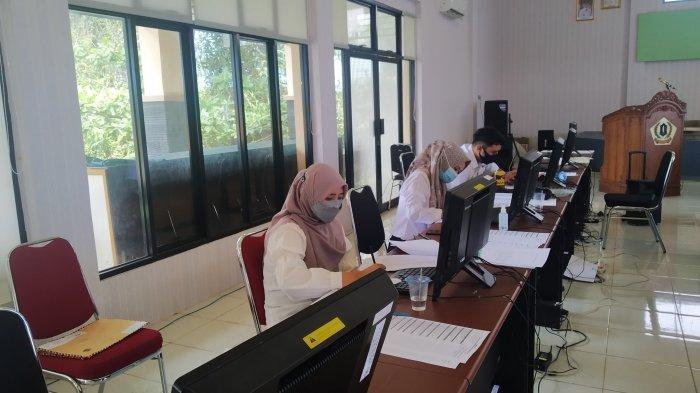 Seleksi CPNS Kalsel, Aktivitas staf BKPP Barito Kuala di Posko Monitoring
