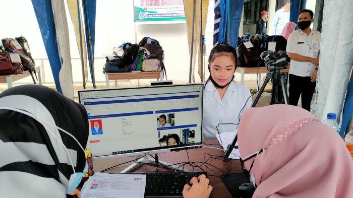 Registrasi peserta Seleksi Kompetensi Dasar (SKD) Calon Pegawai Negeri Sipil (CPNS) di Kabupaten Hulu Sungai Selatan