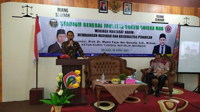Gelar Seminar Skala Nasional Perdana, Fakultas Hukum Uniska Hadirkan Ketua YKRI