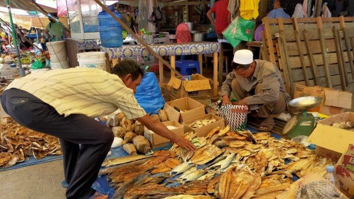 Pedagang di Alabio HSU Siapkan Penjualan Ikan Asin Menjelang Ramadan
