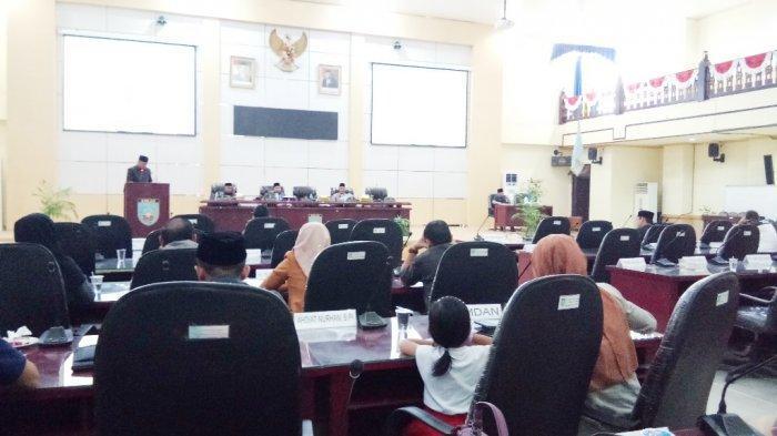 Sidang Paripurna, Ketua DPRD Banjar Tegur Anggotanya karena ini