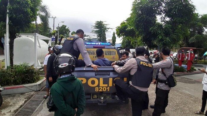 Tiba-tiba Ngamuk Acungkan Pisau, Pemuda Banjarmasin Ini Bikin Polisi yang Menangkap Terluka