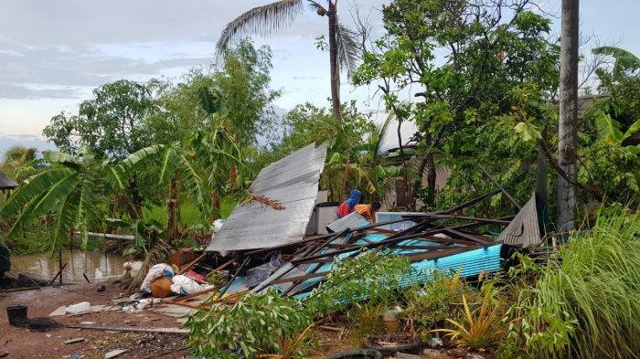 Puting Beliung Kalsel, Rombongan Polsek Martapura Barat Datangi Korban Angin Kencang