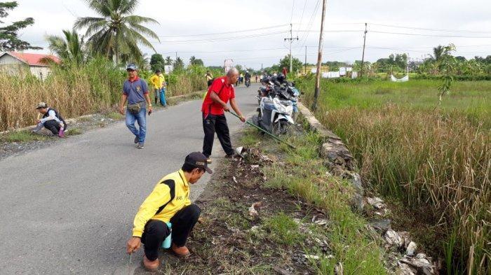 Sepanjang Jalan Mantuil Menjadi Sasaran Satgas Kebersihan