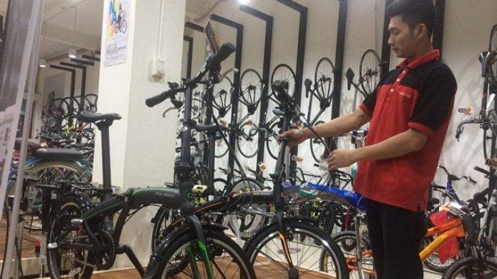 Sepeda Lipat Digemari Mereka yang Berumur, Ini Alasannya