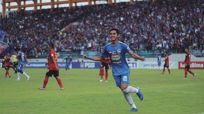 Septian David Maulana melakukan selebrasi setelah mencetak gol pertama pada laga debut bersama PSIS Semarang di Piala Indonesia 2018.