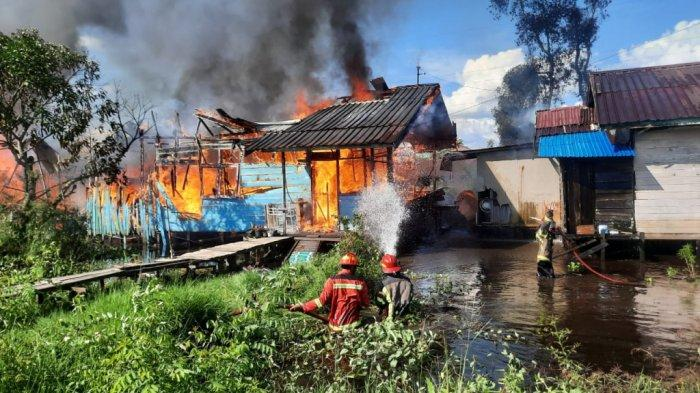 Kebakaran Kalsel, Sepuluh Unit Rumah Di Kecamatan Gambut Terbakar