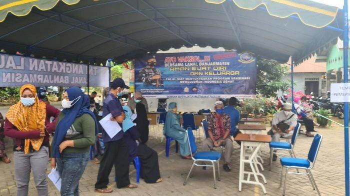Vaksinasi TNI AL Lanal Banjarmasin Sasar Masyarakat Maritim, Warga Pesisir ini Mengaku Tenang