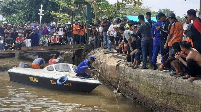 BREAKING NEWS - Warga Merasa Ngeri Lihat Mayat Mengapung di Sungai Awang, Ternyata Tanpa Kepala!