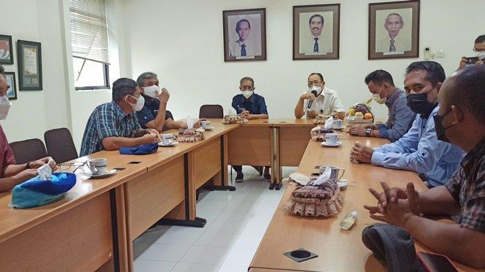 Silaturahmi Direktur Utama PT Ambapers dan jajaran ke kantor Banjarmasin Post Group di Jalan AS Musyaffa Banjarmasin, Selasa (3/8/2021)