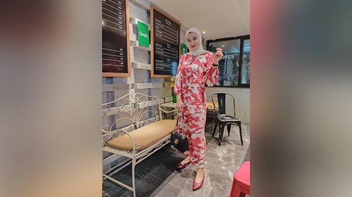 FDJ Banjarmasin Sylvia Tabrizz Mantap Berhijab, Lepas Dunia Hiburan Tergerak Dengar Kata Sang Anak