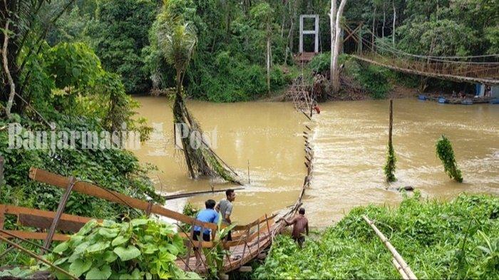 Jembatan di Desa Babayau Balangan Kalsel Runtuh, Pengendara Motor Jatuh ke Sungai