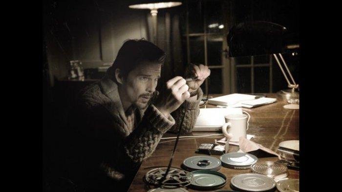 Film Sinister dibintangi aktor Ethan Hawke. Disebut-sebut sebagai film horor paling menakutkan sepanjang masa.