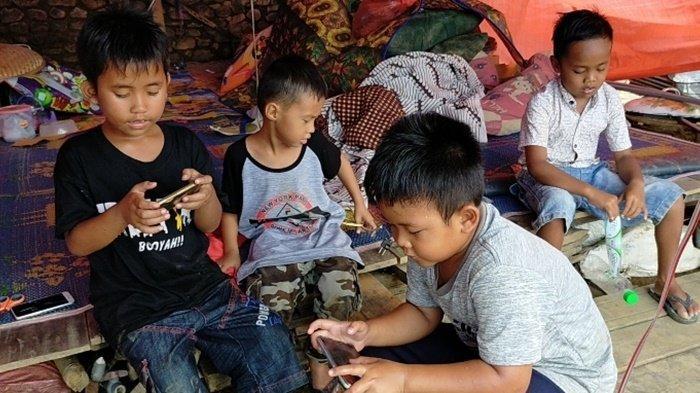 Sekolah Rusak Berat Diterjang Banjir Bandang HST, Zidan dan Kawan-Kawan Kangen Belajar di Kelas Lagi