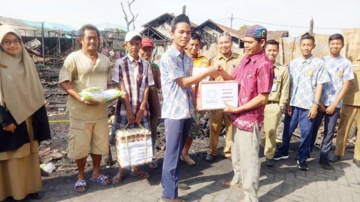 Siswa SMPIT Ukhuwah Banjarmasin Salurkan Bantuan untuk Korban Kebakaran Pekapuran A Gang Al Hikmah