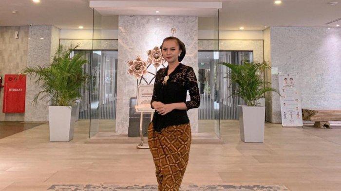 Finalis Putri Pariwisata Kalsel 2021, Siti Fitrah Tampilkan Atraksi Gigit Mandau di Grandfinal