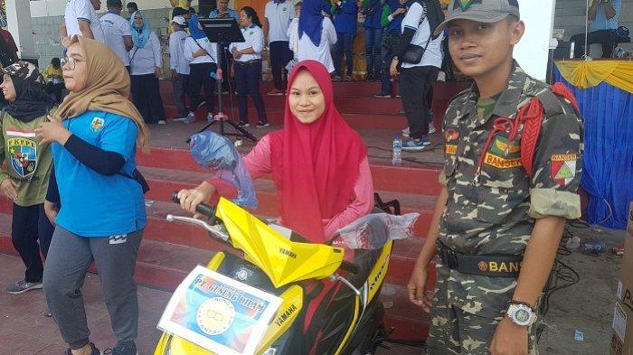 Pertamakali Ikut Jalan Santai, Siti Sarah Langsung Dapat Hadiah Motor Baru