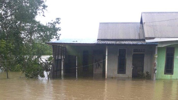 Update Banjir Kalsel di Satui Tanbu, Ketinggian Air Mulai Turun, Rumah Penduduk Masih Terendam