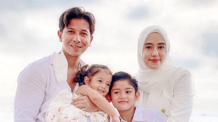 Perut Buncit Fairuz A Rafiq Disentuh Sonny Septian, Kini Bagikan Kabar Bahagia dan Panjatkan Doa