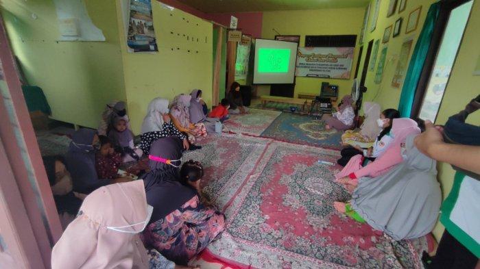 Ibu di Kemuning Banjarbaru Diajarkan Cara yang Benar Membuat MPASI