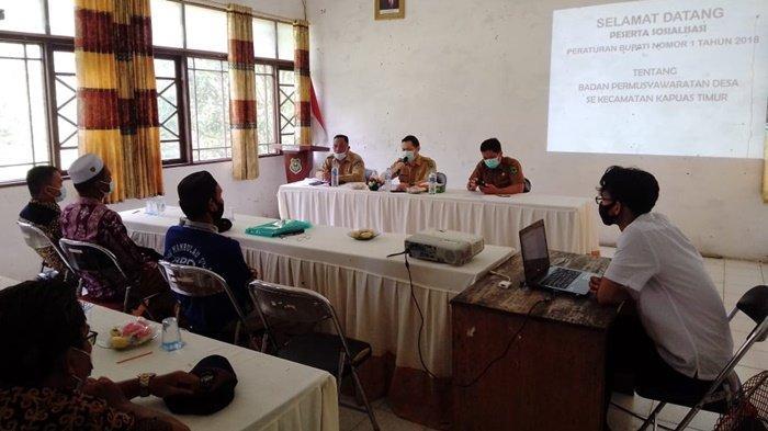 Camat Kapuas Timur Ingatkan BPD dan Aparat Desa Bukan sebagai Atasan dan Bawahan