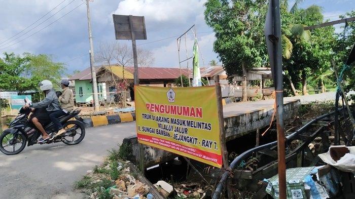 Truk Dilarang Melintas di Desa Sungai Bamban Tembus Jejangkit Batola, Hindari Kerusakan Jalan Parah