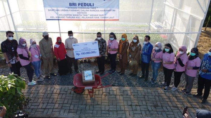 Hari Kartini,  Srikandi BRI Salurkan CSR Rp100 Juta untuk Kelompok Wanita Tani di Pelaihari