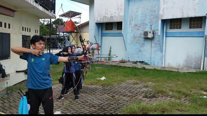Begini Cara Atlet Panahan Banjarmasin Berlatih, Santai tapi Fokus ke Target