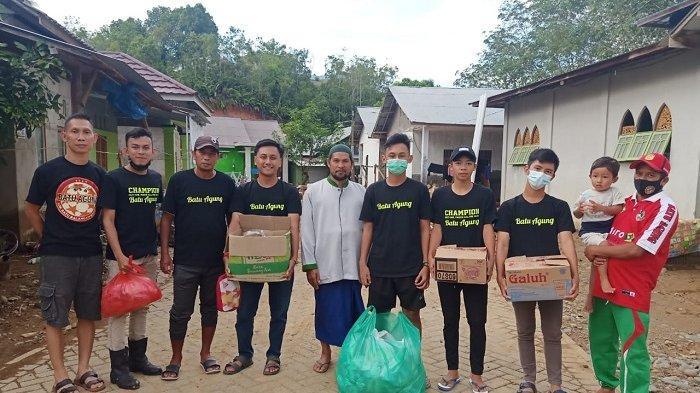 Peduli Banjir Kalsel, SSB Batu Agung Balangan Salurkan Bantuan ke Ponpes Miftahul Ulum Hantakan HST