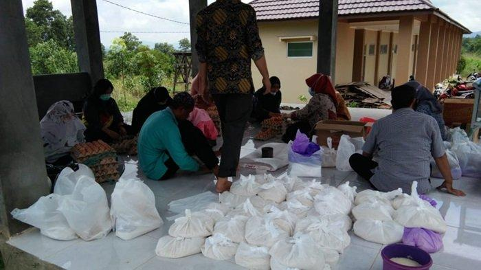 STIKES Intan Martapura Peduli Korban Banjir, Galang Donasi dan Salurkan Bantuan ke Sejumlah Desa
